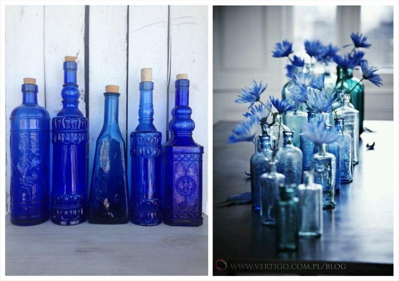 niebieskie butelki do dekoracji